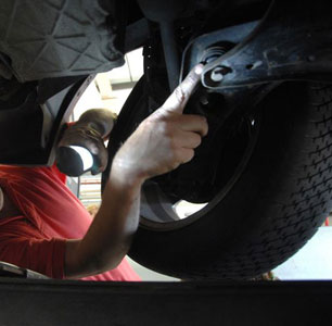 Image of a Mechanic Performing a Vehicle MOT